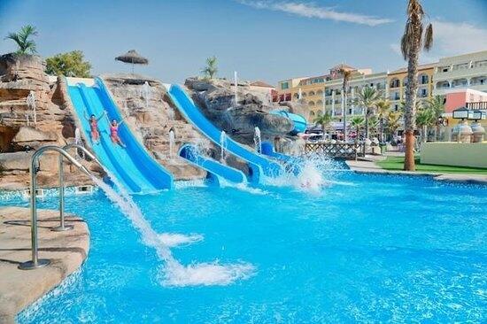 Mediterr neo park roquetas de mar for Hoteles con piscina en almeria
