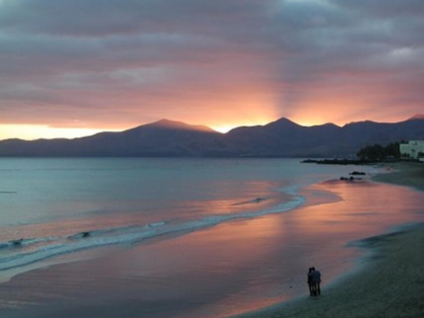 Puesta de sol en la playa de Lanzarote