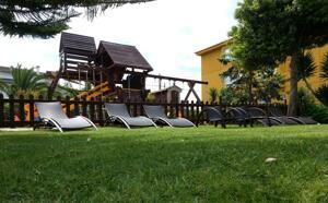 "Foto del exterior de ""Hotel Delfín Azul"""