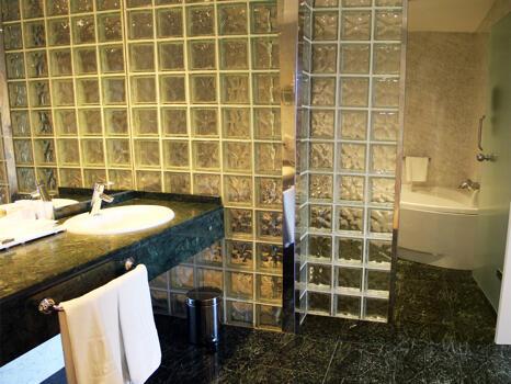 Foto del baño de NH Collection Villa de Bilbao