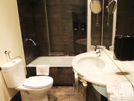 Foto del bagno Hotel Conde Duque