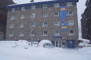 """Extérieur de l'hôtel - """"Hotel Vall Ski"""""""