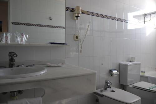 Foto del baño de H·TOP Caleta Palace