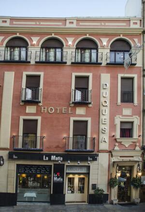"""Foto del exterior de """"Hotel Duquesa"""""""