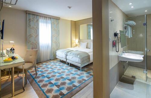 Room – Titanic Comfort Mitte
