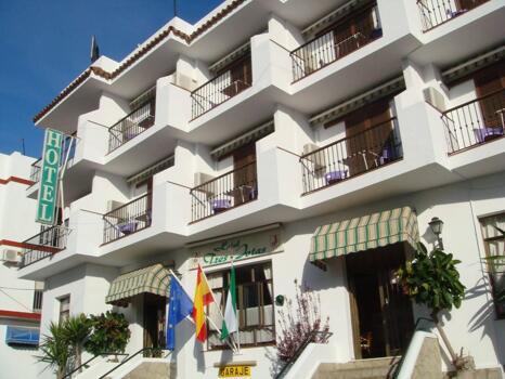 Foto del exterior de Hotel Tres Jotas