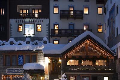 Foto degli esterni Hotel Jumeaux