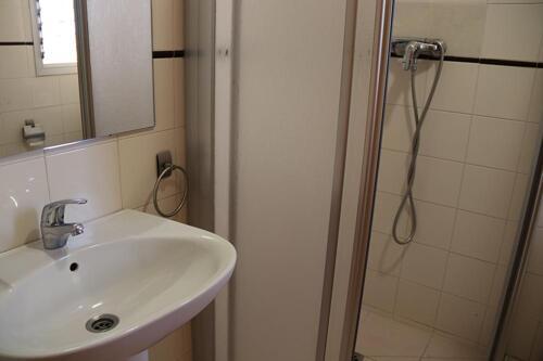 Badezimmer - Albergue Inturjoven Marbella