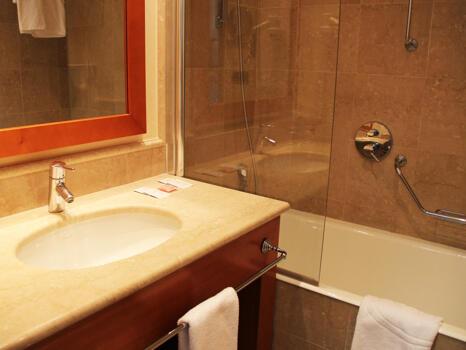 Badezimmer - Hotel Ilunion Aqua 3 (ex Confortel)