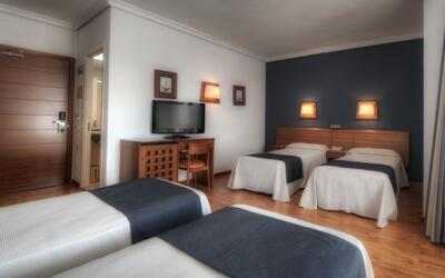 Foto de una habitación de Hotel Puerto Bahía & Spa