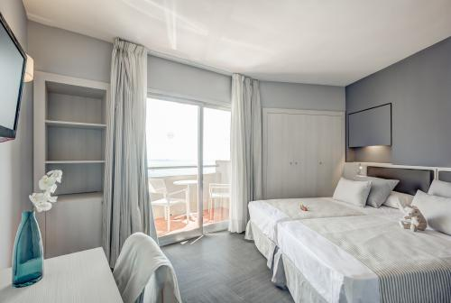 Room – Hotel El Puerto by Pierre Vacances