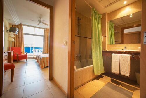 Foto del baño de Hotel Tres Anclas