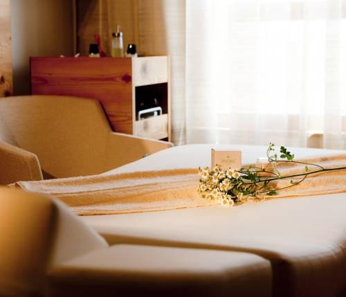 nidum casual luxury hotel seefeld in tirol. Black Bedroom Furniture Sets. Home Design Ideas