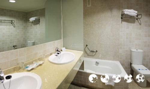 Foto del baño de Holiday World RIWO Hotel
