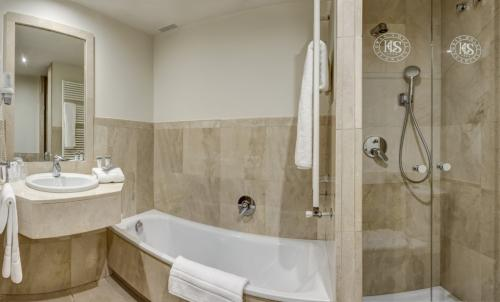Bathroom – Gran Hotel Suances