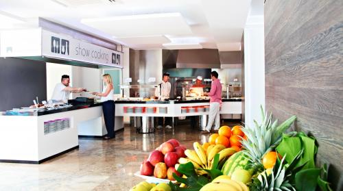 Dining – Flamingo Beach Resort - Adults Only