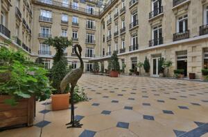 "Foto del exterior de ""Hotel le Claridge Champs Elysees Fraser Suites"""