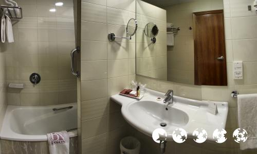 Bathroom – Hotel Blanca de Navarra