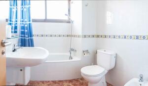 """Foto del baño de """"Hotel Sánchez"""""""