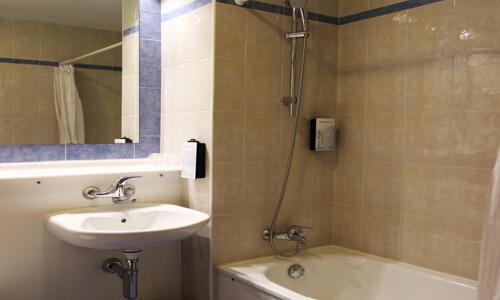 Bathroom – Campanile Alicante