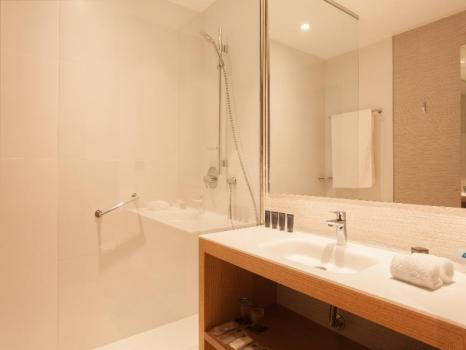 Bathroom – AC Hotel Diagonal L'Illa, A Marriott Lifestyle Hotel