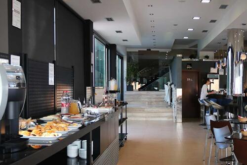 Foto de restauración de Hotel y Apartamentos Conilsol