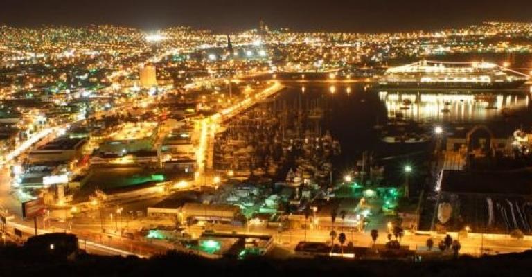 Picture Baja California: Ensenada de noche